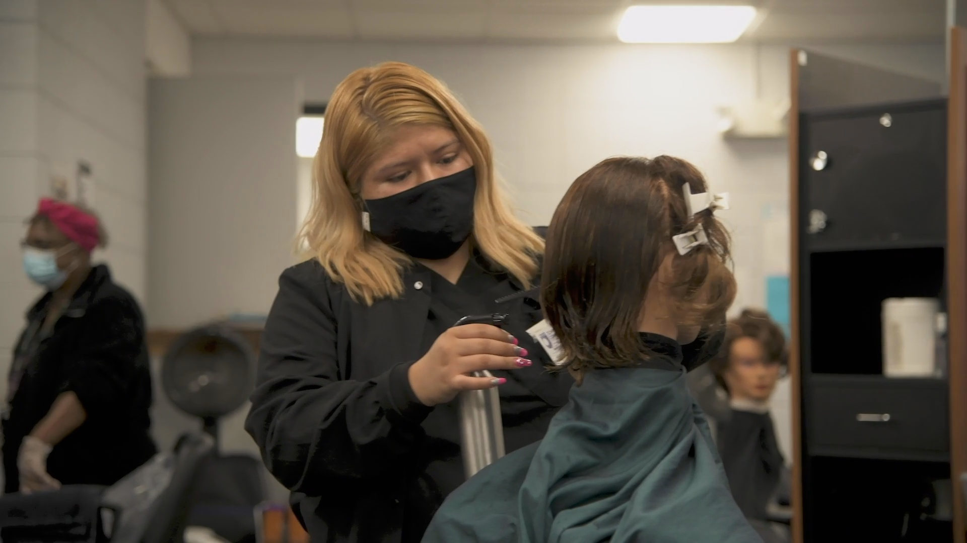 The three-semester continuing education program is designed to teach students the skills they need to work in a professional salon. The bilingual program will be taught by both English-speaking and Spanish-speaking instructors.